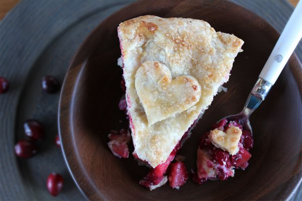 "<strong>Get the <a href=""http://madefromscratchrecipes.com/recipes/deep-dish-apple-cranberry-pie"">Deep Dish Apple Cranberry P"