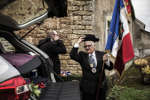 Veterans association members get ready on November 11, 2015 for for the first WWI armistice ceremony in Parigny la Rose, Fran