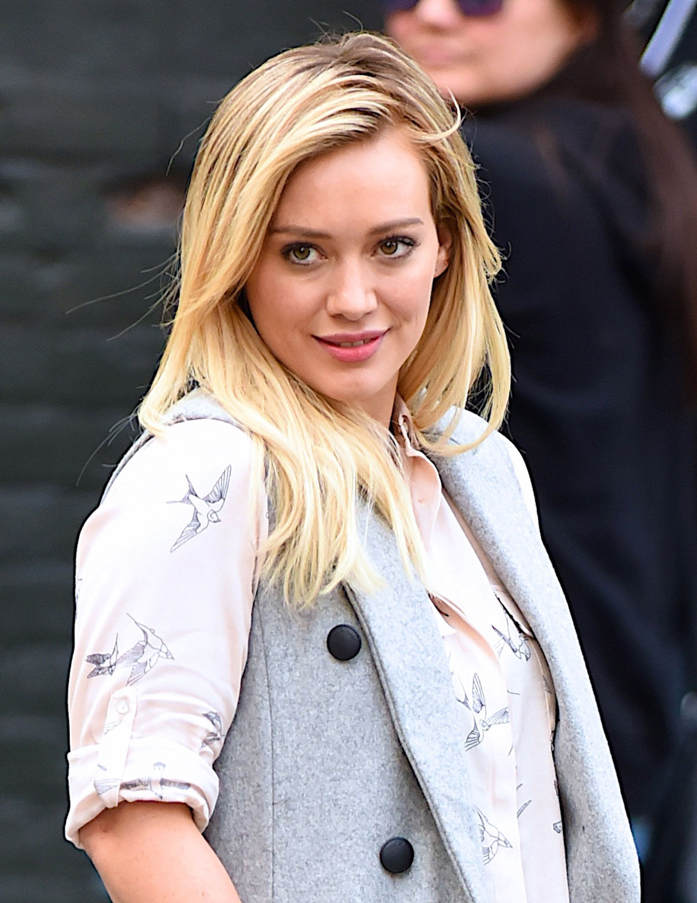 NEW YORK, NY - OCTOBER 22:  Hilary Duff films HBO tv show,'Younger' on October 22, 2015 in New York City.  (Photo by Robert Kamau/GC Images)