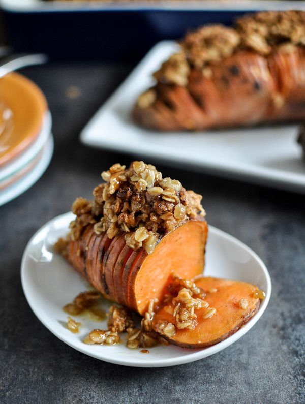 """<strong>Get the <a href=""""http://www.howsweeteats.com/2012/10/cinnamon-sugar-hasselback-sweet-potatoes-with-oatmeal-cookie-cru"""