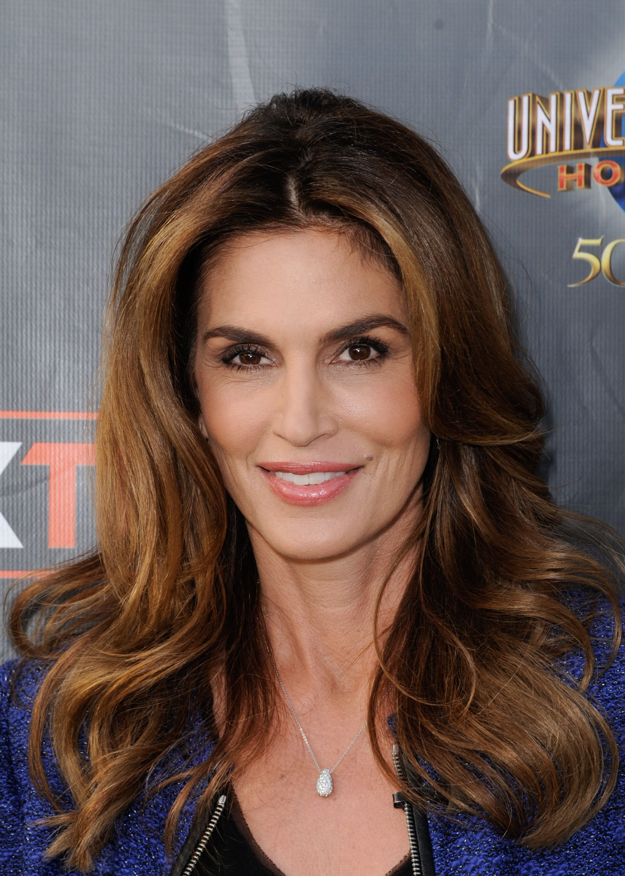 UNIVERSAL CITY, CA - NOVEMBER 04:  Cindy Crawford visits 'Extra' at Universal Studios Hollywood on November 4, 2015 in Universal City, California.  (Photo by Noel Vasquez/Getty Images)