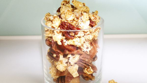 Freshly made bacon and popcorn are two foods with irresistible aromas. Put them together and watch out. This addictive party
