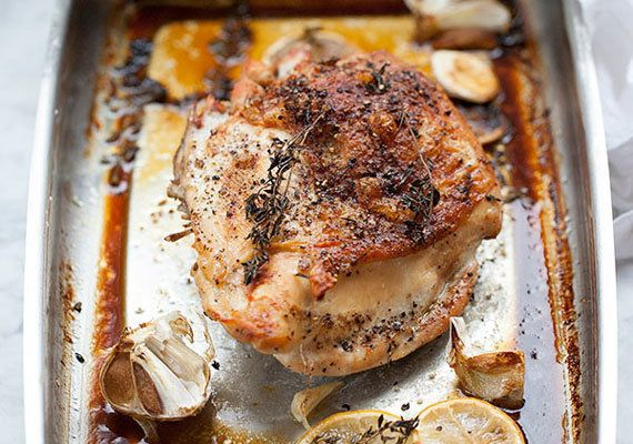 "<strong>Get the <a href=""http://www.foodiecrush.com/2013/01/juicy-roast-turkey-breast-and-friday-faves/"" target=""_blank"">Juic"