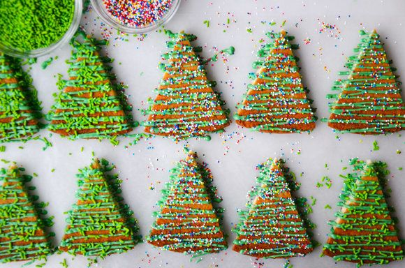 "<strong>Get the <a href=""http://www.justataste.com/2013/12/christmas-tree-shortbread-cookies-recipe/"" target=""_blank"">Christm"