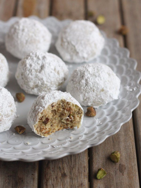 "<strong>Get the <a href=""http://www.completelydelicious.com/2013/12/pistachio-snowball-cookies.html"" target=""_blank"">Pistachi"