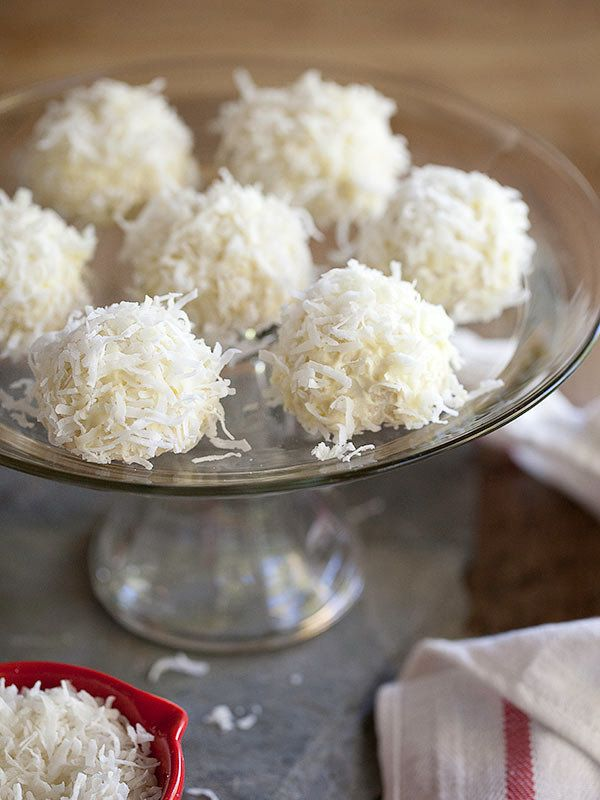 "<strong>Get the <a href=""http://www.foodiecrush.com/2013/01/coconut-snowball-cookies-and-friday-faves/"" target=""_blank"">Cocon"