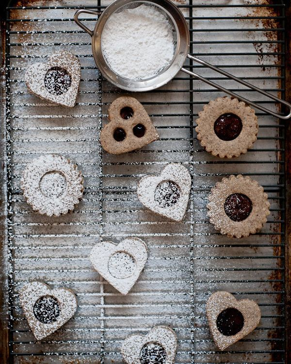 "<strong>Get the <a href=""http://cafejohnsonia.com/2012/02/gluten-free-vegan-linzer-cookies.html"" target=""_blank"">Gluten-Free"