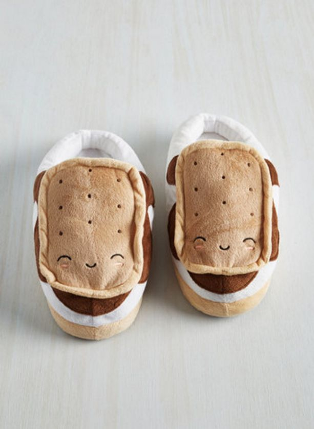 """<a href=""""http://www.modcloth.com/shop/computer-accessories/marshmallow-out-usb-foot-warmers"""">Marshmallow Out USB Foot Warmers"""