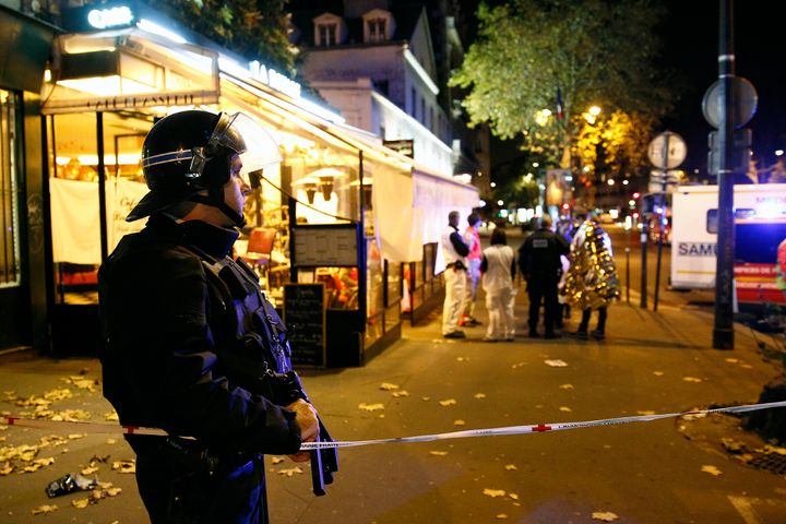 A policeman stands guard near the Boulevard des Filles-du-Calvaire after an attack November 13, 2015 in Paris, France. (Photo