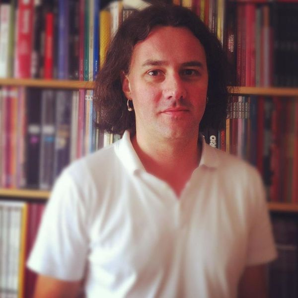 Guillaume Decherf was a reporter for the magazine Les InRocks, where he was a culture and music writer. He recently penn