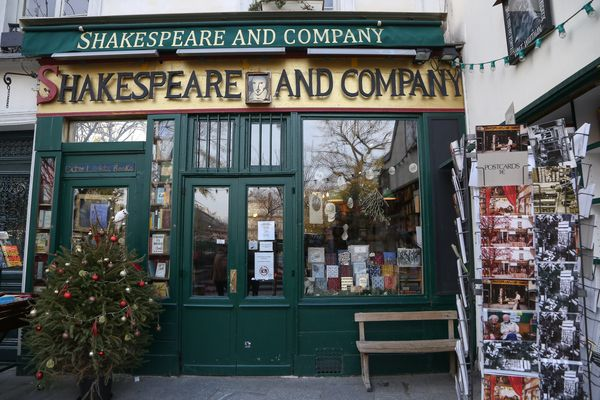 "The historic Shakespeare and Company bookstore <a href=""https://www.huffpost.com/entry/customers-terror-shakespeare-co-bookst"