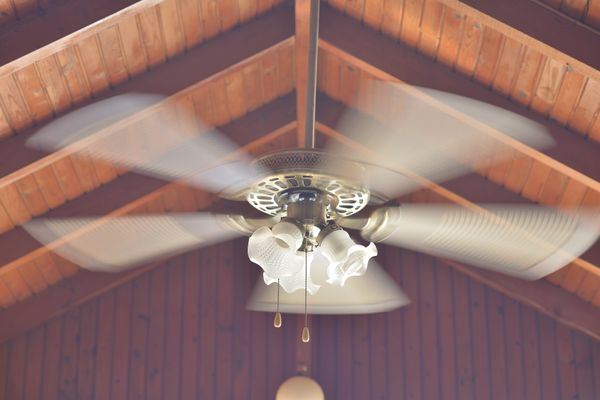 Ceiling fans rotate in a counterclockwise fashion topush air downward and create a draft. During thewinter, rever