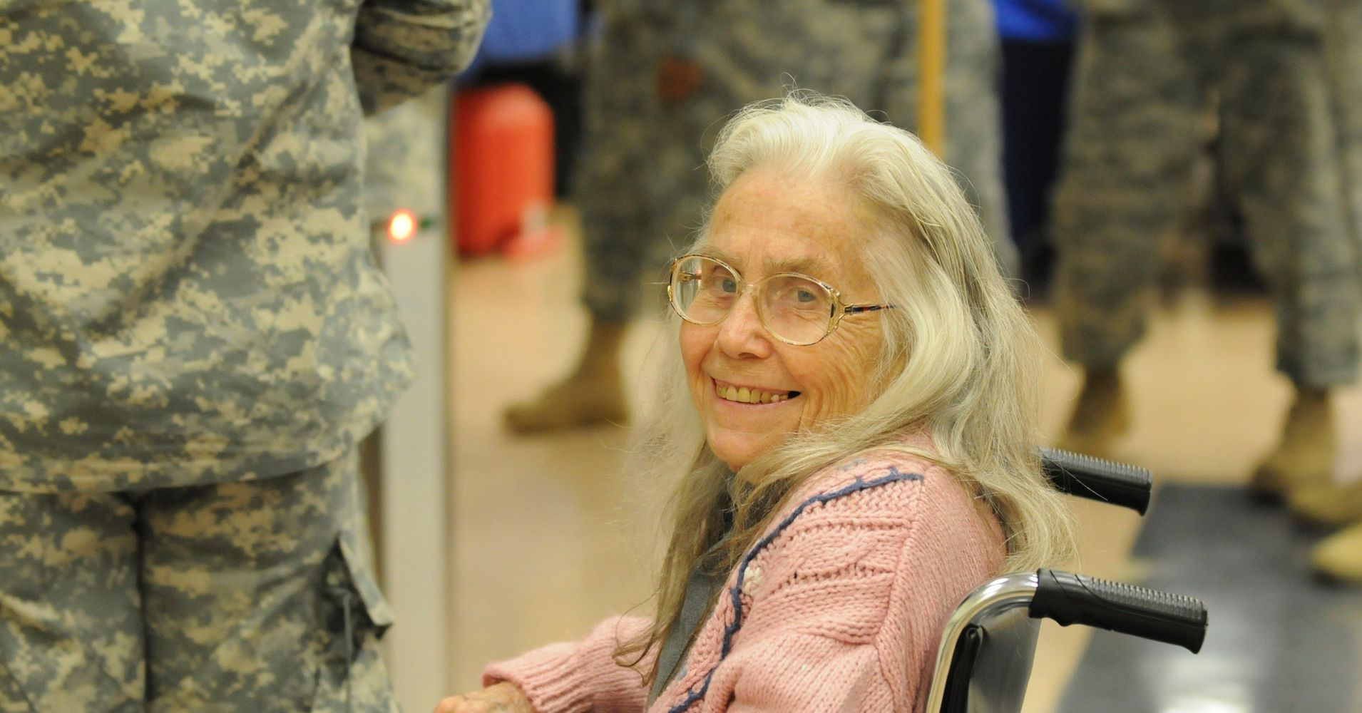Hug Lady, 83, who gave out 500,000 hugs to soldiers