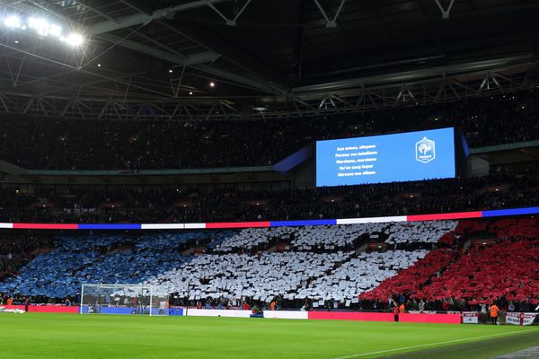"Four days after the attacks,&nbsp;English and French soccer fans united to <a href=""https://www.huffpost.com/entry/france-eng"