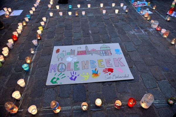 "Hundreds of people held a <a href=""https://www.huffpost.com/entry/paris-attack-molenbeek-belgium-vigil_564cb087e4b08c74b73396"