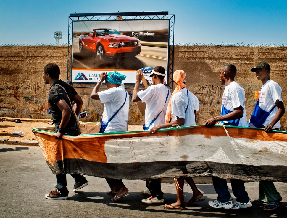 "<a href=""http://sofiamoro.com/"">Sofía Moro</a>writes:<br><br>""Dakar, 2011. More than 60,000 people gather"
