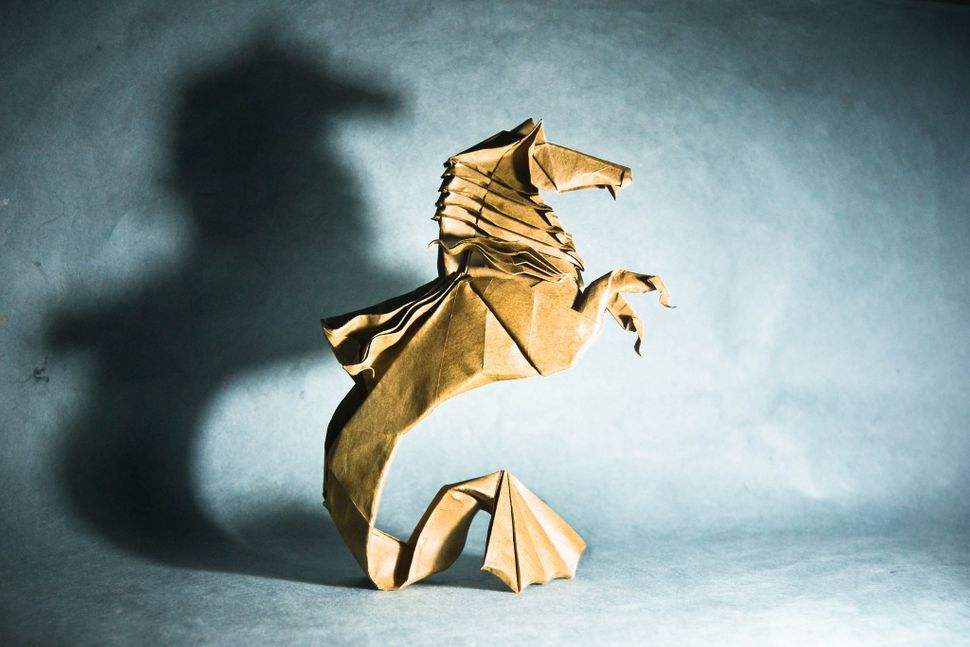 Origami Hippocampus, design by Román Díaz