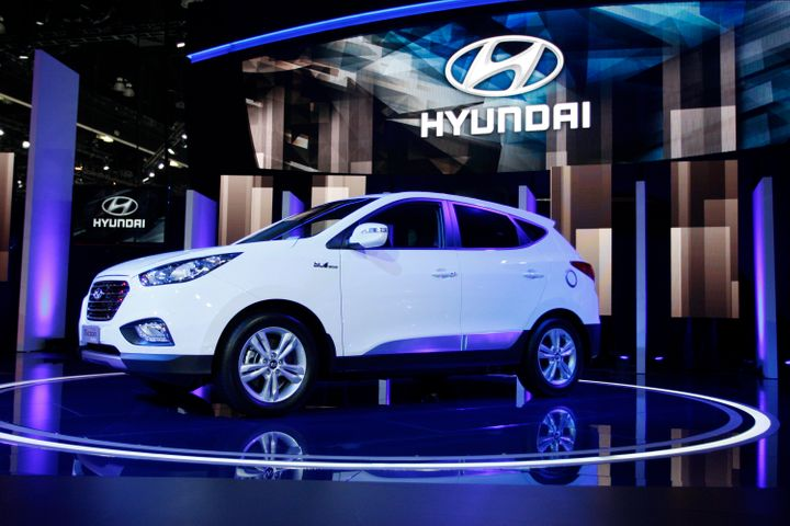 A Hyundai Tucson Fuel Cell Hydrogen Ed Vehicle