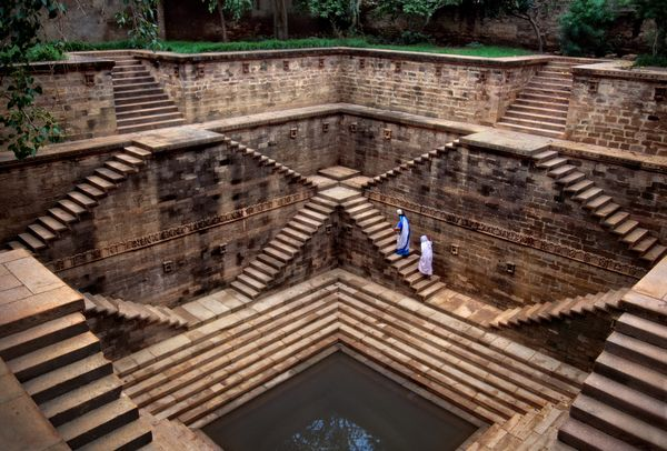 Women in stepwell, Rajasthan Steve McCurry; 2002