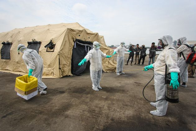 Global Health Experts Say Response To Ebola Was Full Of Failures...
