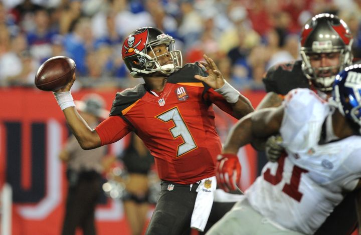 Jameis Winston throws a pass in the fourth quarter against the New York Giants on Nov. 8, 2015.