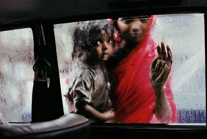 Mother and child at a car window, Mumbai, Maharashtra; 1993.