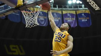 BATON ROUGE, LA - NOVEMBER 16:  Ben Simmons #25 of the LSU Tigers dunks during a game against the Kennesaw State Owls at the Pete Maravich Assembly Center on November 16, 2015 in Baton Rouge, Louisiana.  (Photo by Stacy Revere/Getty Images)