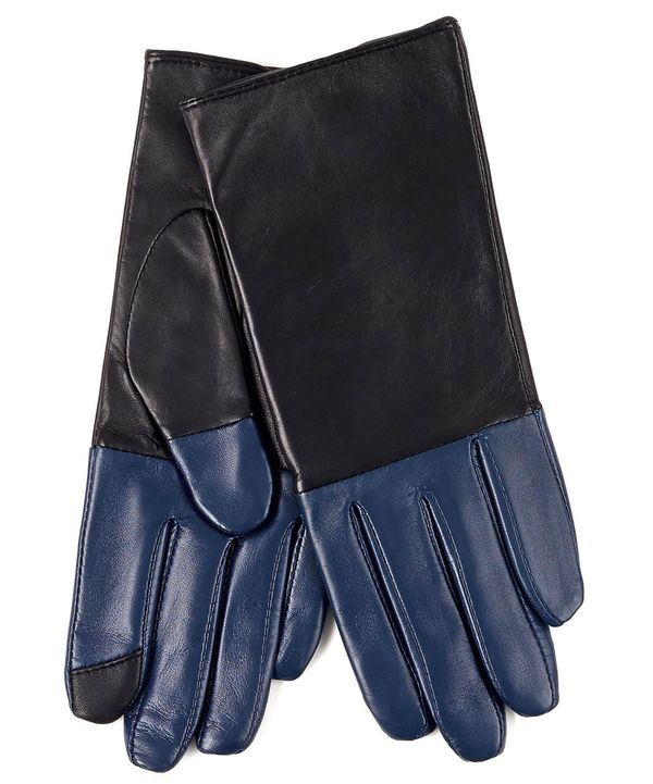 We'd want to rock these chic gloves whether they had eLink touchscreen technology or not. But boy are we glad that they
