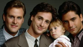 FULL HOUSE - Cast Gallery - August 8, 1989. (Photo by ABC Photo Archives/ABC via Getty Images)DAVE COULIER;BOB SAGET;MARY-KATE/ASHLEY OLSEN;JOHN STAMOS