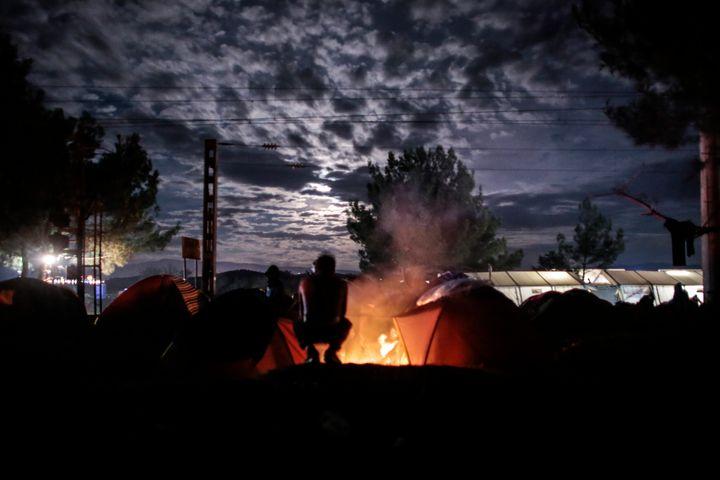 Peoplehuddle around a bonfire near Idomeni onThursday.