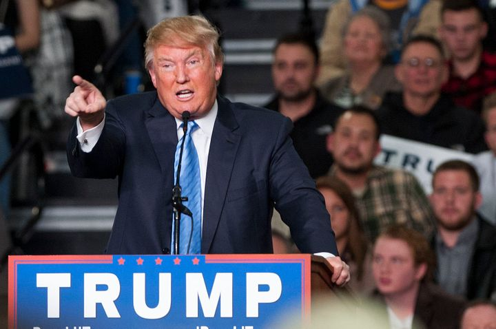 """Republican presidential candidate Donald Trump continued to defend his assertion that he saw """"thousands"""" of Muslim Americans"""