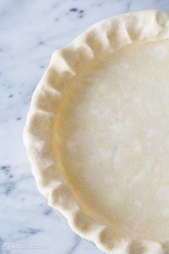 "<strong>Get the <a href=""http://www.simplyrecipes.com/recipes/sour_cream_pie_crust/?utm_content=bufferde8fb&utm_medium=so"