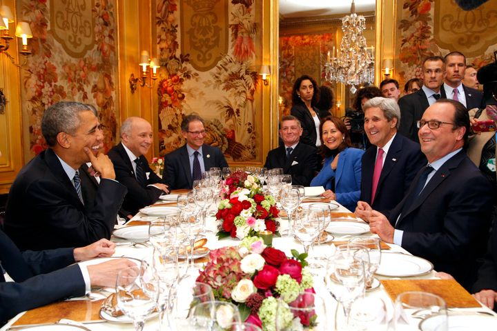 President Barack Obama (L) and French President Francois Hollande (R) with Secretary of State John Kerry (2nd R), French Mini
