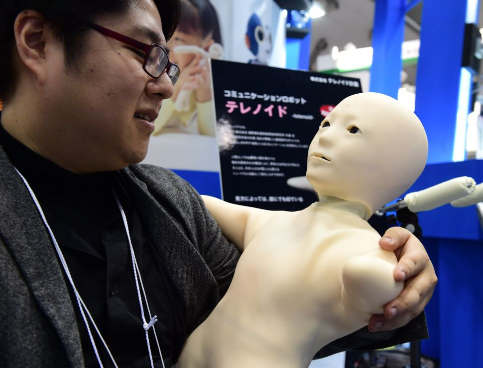 """Japanese robot ventureTelenoid Planning presentshumanoid robot """"Telenoid,"""" which is shaped like a child and"""