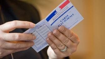A voter prepares to cast her ballot for the first round of the regional election in the Auvergne-Rhone-Alpes regionon December 6, 2015 at a polling station in Le Puy en Velay.    / AFP / Thierry Zoccolan        (Photo credit should read THIERRY ZOCCOLAN/AFP/Getty Images)