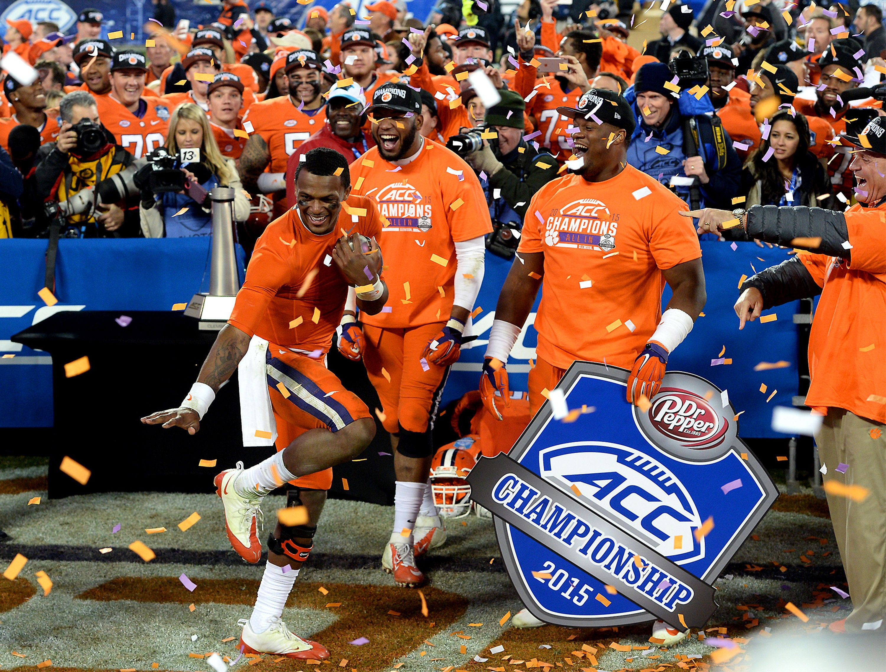Clemson quarterback Deshaun Watson, left, strikes a Heisman pose as he and his teammates celebrate a 45-37 win against North Carolina in the ACC Football Championship at Bank of America Stadium in Charlotte, N.C., on Saturday, Dec. 5, 2015. (Jeff Siner/Charlotte Observer/TNS via Getty Images)