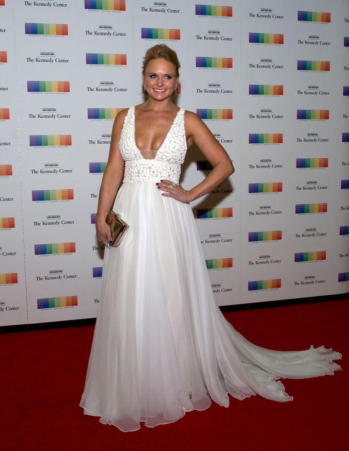 Miranda Lambert Stuns In Low Cut Bridal Inspired Gown Huffpost