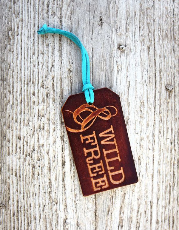 """Genuine Leather Luggage Tag, $17.50 at <a href=""""http://fave.co/2f2Kbcd"""" target=""""_blank"""">Etsy</a>"""