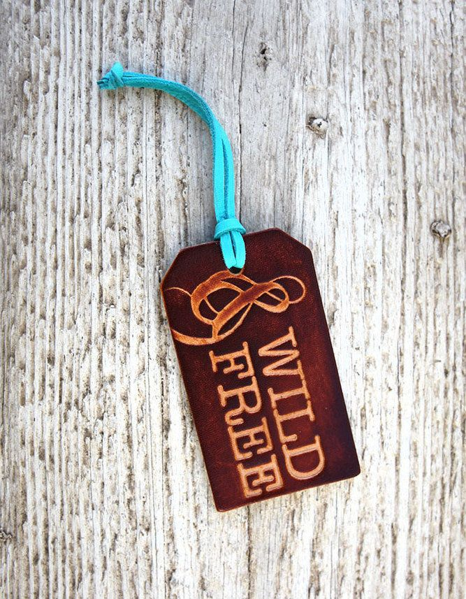 "Genuine Leather Luggage Tag, $17.50 at <a href=""http://fave.co/2f2Kbcd"" target=""_blank"">Etsy</a>"
