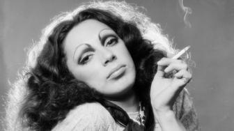 Andy Warhol transvestite Superstar Holly Woodlawn, acclaimed for her performance in 'Trash', photographed in 1970. (Photo by Jack Mitchell/Getty Images)