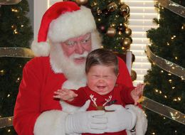 32 Santa Photos That Did NOT Go As Planned