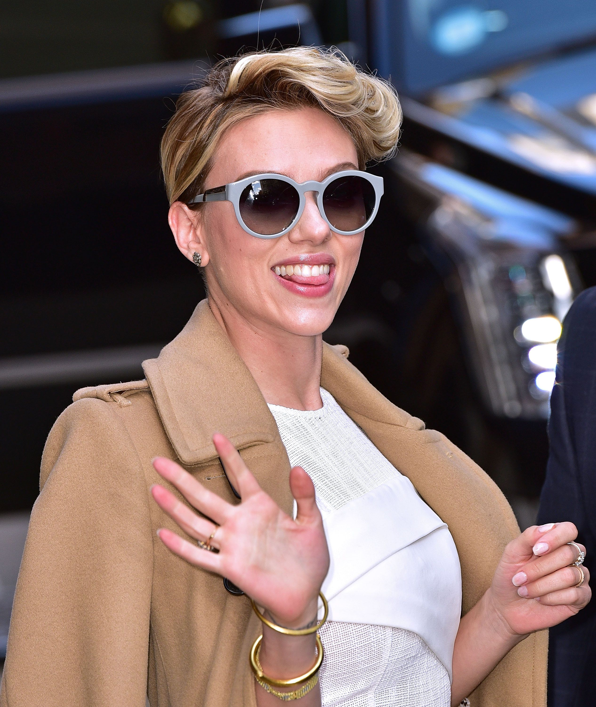 NEW YORK, NY - APRIL 27:  Scarlett Johansson leaves the 'Late Show with David Letterman' on April 27, 2015 in New York City.  (Photo by James Devaney/GC Images)