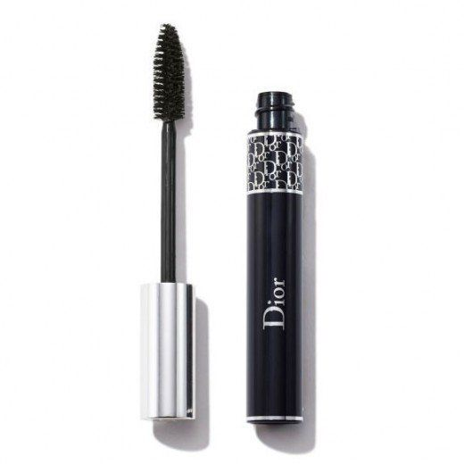 One coat is all you need for full, glamorous lashes with this mascara. The best part is it doesn't leave clumps. <br><br>Pric