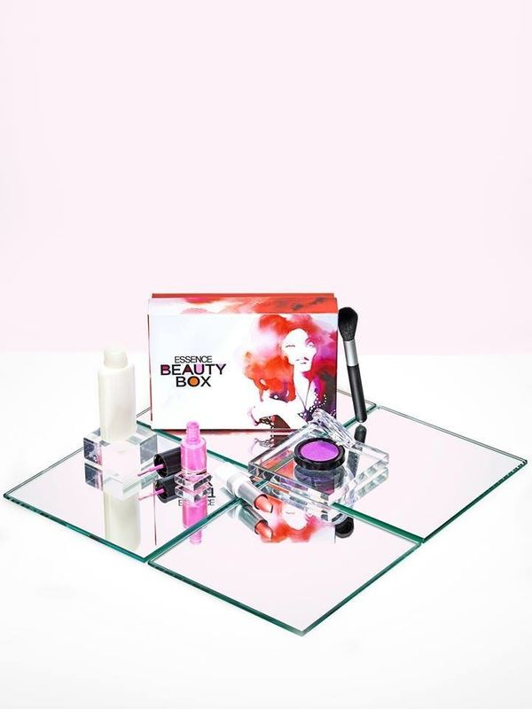 Can't decide on which gift to get? Let ESSENCE Beauty Box decide for you with curated hair, skin and make up products. W