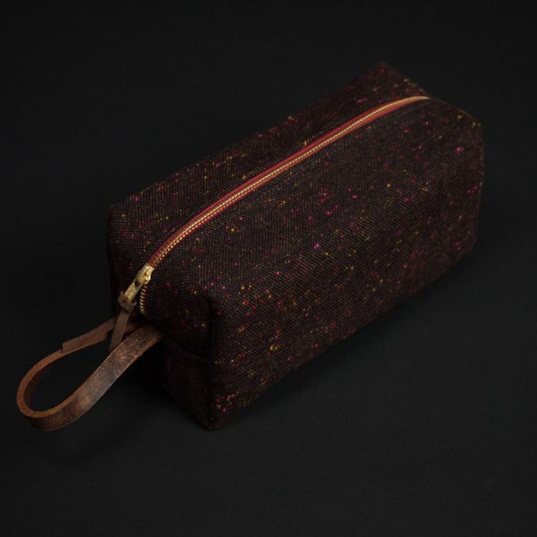 World traveler or overnighter, every guy needs a well-made dopp kit.Aside from the suitcase, it's arguably the most&nbs