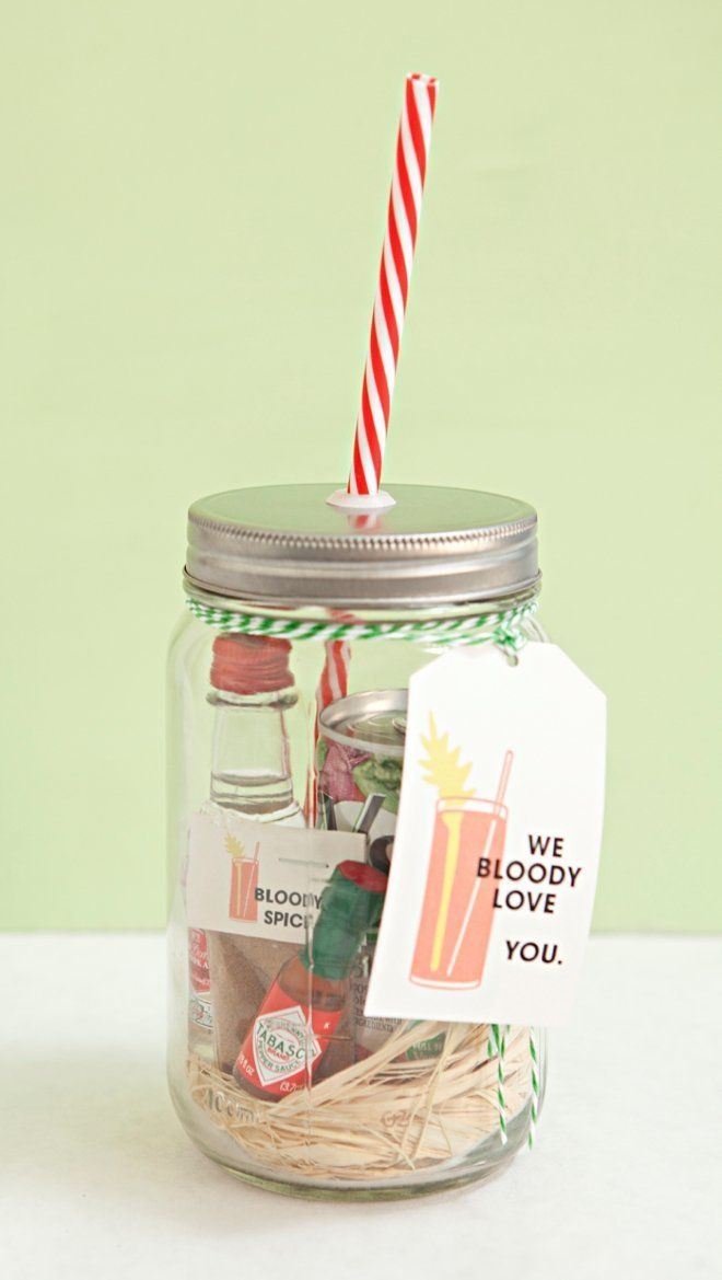 "<strong>Get the <a href=""http://somethingturquoise.com/2015/05/15/mason-jar-bloody-mary-gift-and-spice-recipe/"">Mason Jar Blo"