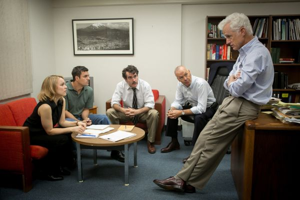 "For proof that pageantry isn't a prerequisite for stellar movies, look at ""Spotlight."" Its portrayal of the Boston Globe"