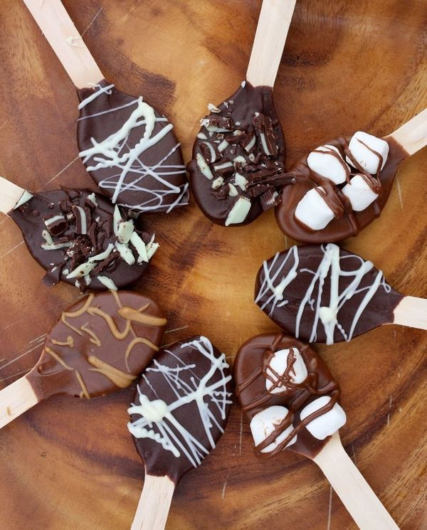 "<strong>Get the <a href=""http://www.abeautifulmess.com/2011/12/hot-chocolate-spoons-.html"">Hot Chocolate Spoons recipe</a>&nb"