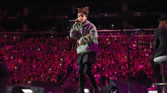LOS ANGELES, CA - NOVEMBER 13:  Singer/songwriter Justin Bieber performs actor Jaden Smith and musician  Dan Kanter onstage during An Evening With Justin Bieber at Staples Center on November 13, 2015 in Los Angeles, California.  (Photo by Jason Merritt/Getty Images for Universal Music)