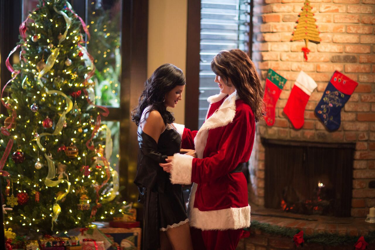 Sexy christmas lesbians